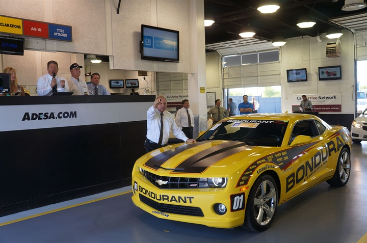 Adesa Phoenix Honors Racing Legend At Gm Sale News Vehicle Remarketing