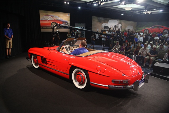 Top-seller: 1960 Mercedes-Benz 300SL Roadster commanded $1,155,000. (PHOTO: AUCTIONS AMERICA)