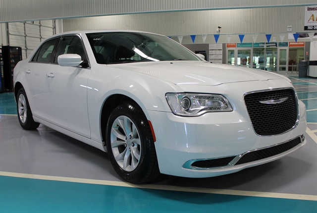 Photo of 2015 Chrysler 300 Limited courtesy of NIADA.