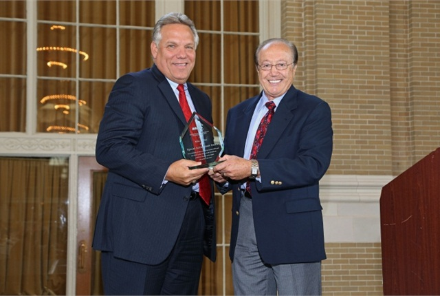 (Left) Mike Pitcher, president & CEO of LeasePlan USA, receives the 2013 Special Recognition Award from Dave Alfonso, remarketing manager for KIA and Industry Recognition and Awards Committee Member. (PHOTO: Sloan Photograhy)